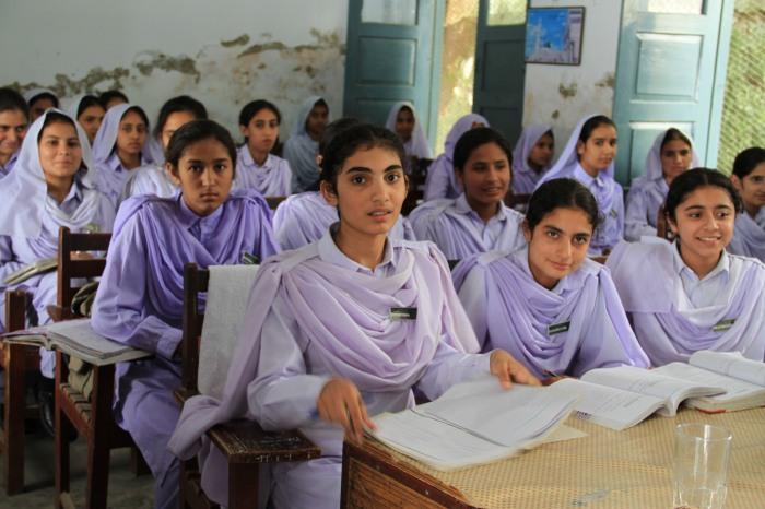 Étudiantes dans une école à Khyber Pakhtunkhwa, Pakistan
