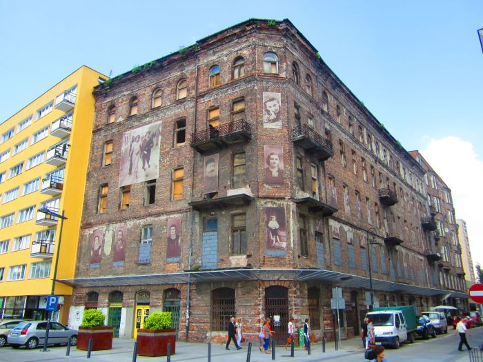 A building on Prózna Street viewed from Grzyboski Square, part of the former Warsaw Ghetto.