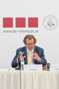 Manfred Nowak speaks at the Diplomatic Academy on migration and climate change